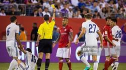 """3 quyết định """"giết chết"""" Bayern Munich của trọng tài"""
