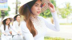 """Hà Hồ """"lấn át"""" dàn nữ sinh khi quay phim ở quê nhà Quảng Bình"""