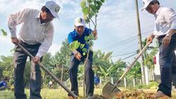 """""""Áo xanh"""" đội nắng giúp dân đào giếng lấy nước sinh hoạt"""