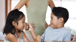 """3 điều cha mẹ PHẢI LÀM khi con liên tục """"tẩn"""" bạn"""