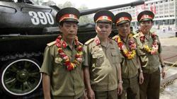 Tháng 4 của những người lính xe tăng 390