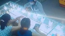 Công an phân tích hành vi kẻ vờ hỏi mua rồi cướp vàng bỏ chạy