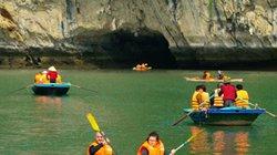 Du khách được thoải mái chèo Kayak trên vịnh Hạ Long