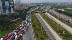 Ảnh: Cảnh trái ngược trên đường phố Hà Nội dịp nghỉ lễ 30.4