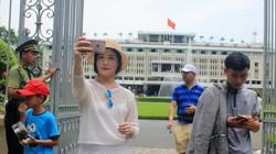 TP.HCM: Hàng ngàn lượt khách đổ về Dinh Độc Lập mừng ngày 30.4