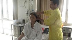 MS1721:Chuyện người chồng hàng ngày chải tóc cho vợ trên giường bệnh