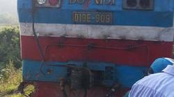 Xe tải va tàu hỏa: Lái xe thoát nạn, lái tàu bị thương