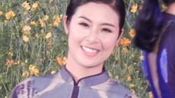Hoa hậu Ngọc Hân khoe sắc với áo dài trên cầu Trường Tiền xứ Huế