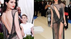 """""""9x giàu nhất Hollywood"""" mặc lưới mỏng như sương khoe 90% cơ thể"""