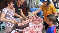 """Thịt ngon, rẻ, người Hà Nội """"vác"""" cả chục cân về ăn dần"""