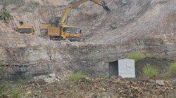 Khu vực hoàn thổ thành đại công trường khai thác đất