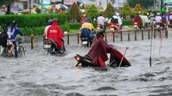 Nước mưa từ cống phun trào lên đường như vòi rồng
