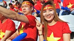 Không khí sôi động của CĐV Việt Nam trước giờ bóng lăn