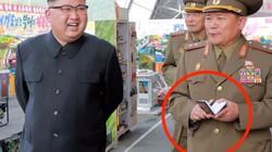 Vì sao tướng lĩnh vây quanh Kim Jong-un luôn cầm sổ tay?