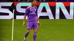 Clip Ronaldo ghi bàn, vượt Messi tại Champions League