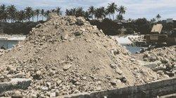 """Quảng Ngãi: """"Loay hoay"""" tìm nơi đổ chất thải xây dựng trên đảo"""