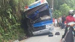 Tin mới nhất vụ xe ô tô chở học sinh đi du lịch đâm vào núi