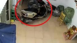 """Clip: Trộm phá cửa vào nhà """"khoắng"""" tài sản trong đêm"""
