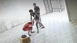 Khởi tố 2 đối tượng xông vào nhà hành hung phụ nữ ở Nghệ An