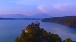 Clip: Ngắm hồ nước nằm trên miệng núi lửa lớn nhất Tây Nguyên
