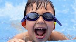 Rủi ro khôn lường từ việc cho trẻ học bơi quá sớm, không đúng cách