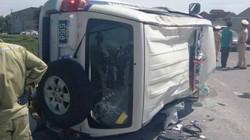 Tài xế Fortuner bỏ chạy, chèn lật xe CSGT trên đường