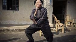 Cụ bà 94 tuổi người Trung Quốc phô diễn võ công ấn tượng