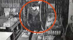 """""""Người nhện"""" đột vòm, đu dây vào cửa hàng trộm cắp ở TP.HCM sa lưới"""