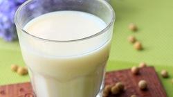 Tự làm sữa đậu nành với máy xay sinh tố