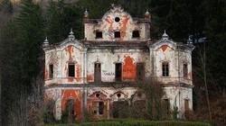 Câu chuyện đau lòng đằng sau biệt thự xinh đẹp bị bỏ hoang ở Ý