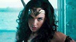 """Transformers 5 """"ê chề"""" trên sân nhà, Wonder Woman vẫn không ngừng bán vé"""