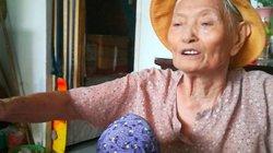 """Chuyện đời ít ai ngờ của cụ bà 80 tuổi tự tay """"vá"""" đường"""