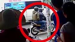 Clip ghi nhận hình ảnh 2 nghi phạm dùng súng cướp ngân hàng