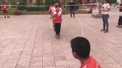 Học sinh nhảy dây đều như máy liên tục 500 lượt trong 3 phút gây sốt