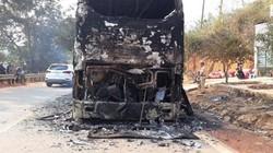 Xe khách giường nằm chở 38 người bốc cháy trong đêm