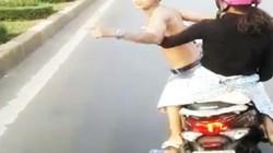 Xử phạt thanh niên đầu trần, lạng lách chặn xe khách