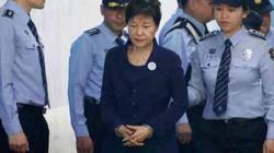 Nữ tổng thống đầu tiên của HQ Park Geun-hye bị tuyên 24 năm tù