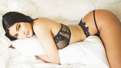 6 hotgirl đẹp nhất Hollywood biến hoá với nội y xuyên thấu