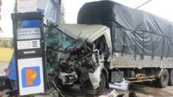 Va chạm xe khách, ô tô tải húc cây xăng: Ít nhất 7 người bị thương
