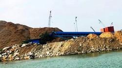 """Bình Định: Tân cảng Quy Nhơn bị """"tuýt còi""""  việc đổ xà bần lấp biển"""