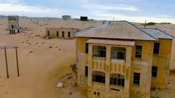 """Tới thị trấn từng là nơi giàu nhất thế giới giờ đã bị sa mạc """"nuốt chửng"""""""