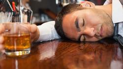 Thực hư việc uống bia ít gây hại hơn uống rượu