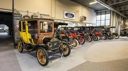 Chiêm ngưỡng bộ sưu tập xe Ford cổ điển lớn nhất sắp được đấu giá