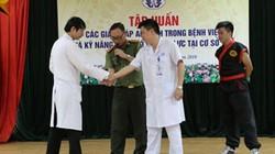 Bệnh viện Phú Thọ mời công an, võ sư về dạy chiêu giúp bác sĩ tự vệ