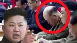 Tướng Triều Tiên ngủ gật khi Kim Jong-un thông báo tin quan trọng?