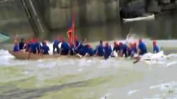 Kinh hoàng cảnh 2 thuyền rồng bị lật khiến 17 người chết ở TQ