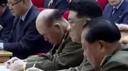 Tổng tham mưu trưởng Triều Tiên ngủ gật trước mặt Kim Jong-un?