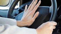 Người đi ôtô làm ơn đừng bóp còi, bật đèn pha vô tội vạ