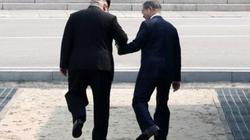 Ông Trump sẽ phải soi kỹ 2 khoảnh khắc ngẫu hứng này của Kim Jong-un