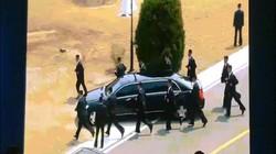 Video: 12 vệ sĩ chạy theo siêu xe chở ông Kim Jong-un đi ăn trưa